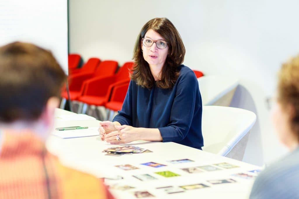 Jacqueline geeft een workshop over het slim inzetten van foto's