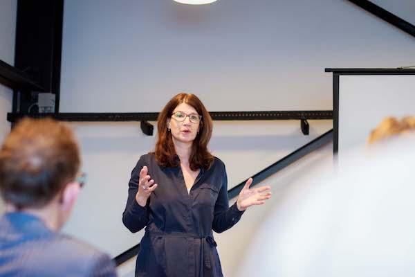 Jacqueline als spreker over beeld tijdens Open Coffee 071