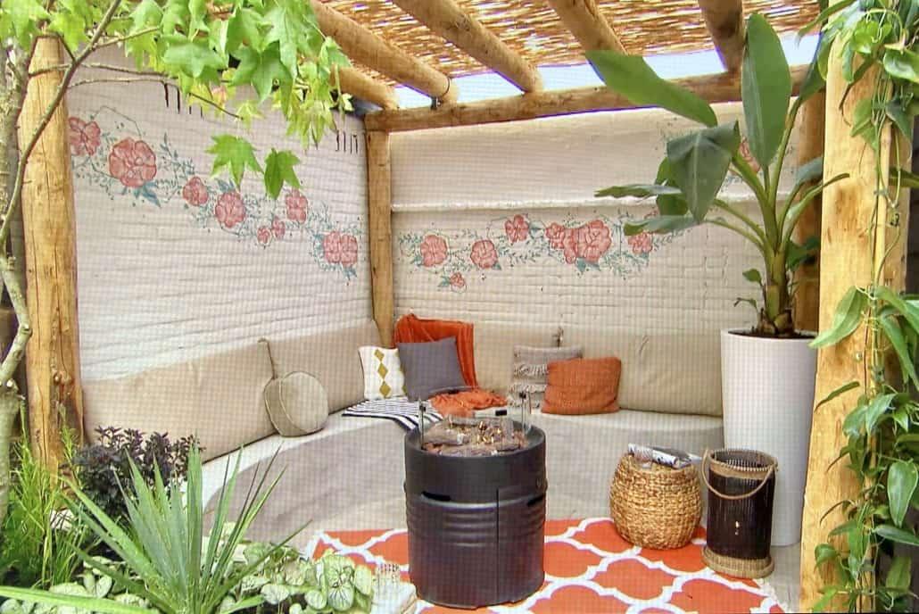 Mediumshot nieuwe tuinoverkapping in een filmpje van Eigen Huis en Tuin